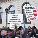 Пикет у здания Рижской думы собрал порядка 1000 человек
